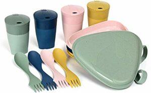 Light My Fire Set Vaisselle Camping – Kit Picnic 4 Personnes – 13 Couverts Camping – Vaisselle Plastique Reutilisable 100% sans BPA – Micro-Onde & Lave-Vaisselle – Couverts Pique Nique Cuisine Camping